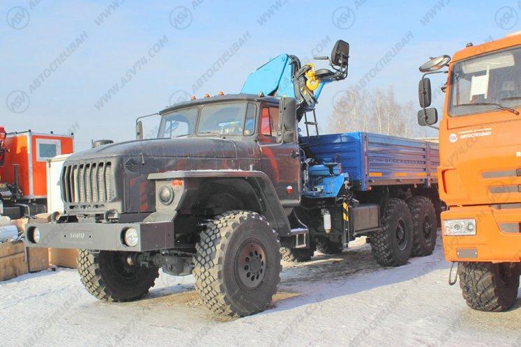 Фото: Бортовой автомобиль Урал 4320 (капотный) с КМУ ИМ-150