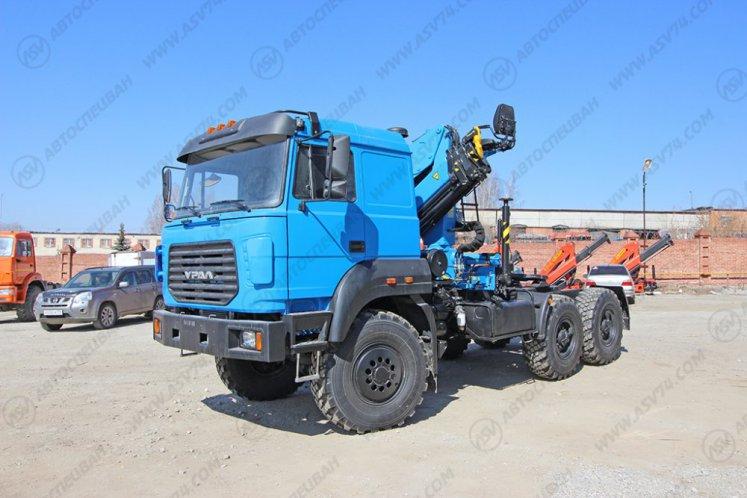 Фото:  Седельный тягач Урал 44202-82 (бескапотный) с КМУ ИМ-240