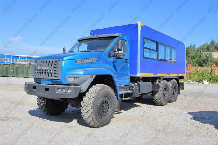 Фото: Вахтовый автобус с грузовым отсеком Урал NEXT4320-6952-72 (Е5) Г38, 18 мест