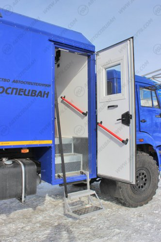 Фото: Передвижная мастерская Камаз 43118-3017-46 с бортовой платформой и КМУ