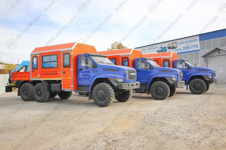 Фото: Вахтовый автобус с грузовой платформой и КМУ, Урал 4320-6952-72 NEXT, 12 мест