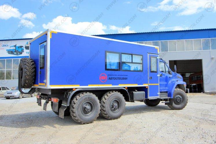 Фото: Вахтовый автобус с грузовым отсеком Урал NEXT4320-6952-72 (Е5) Г38, 16 мест