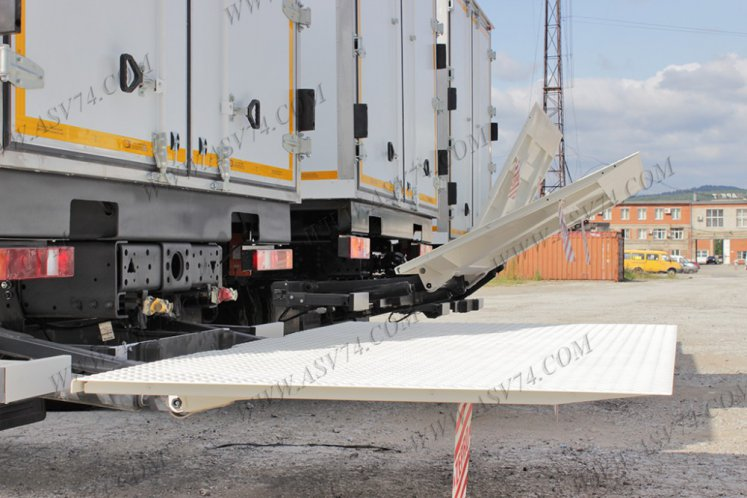 Фото: Изотермический фургон КАМАЗ 4308-3013-24 c ХОУ и гидробортом