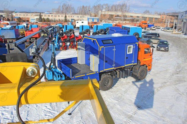 Фото: Агрегат ремонта и обслуживания качалок КАМАЗ 43118-3027-46 с КМУ ИМ-95 (синий)
