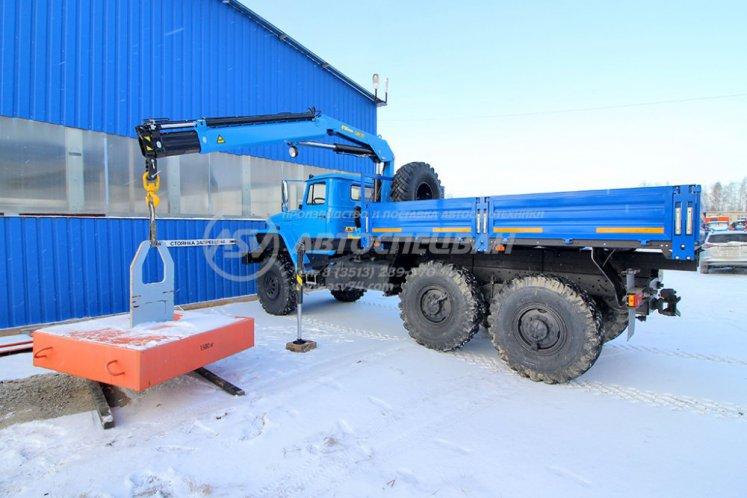 Фото: Бортовой автомобиль Урал 4320 (капотный) с КМУ ИМ-77