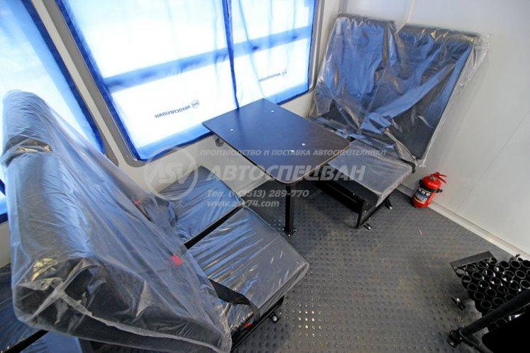 Фото: Вахтовый автобус с бортовой платформой КАМАЗ 43118-3027-50, 12 мест