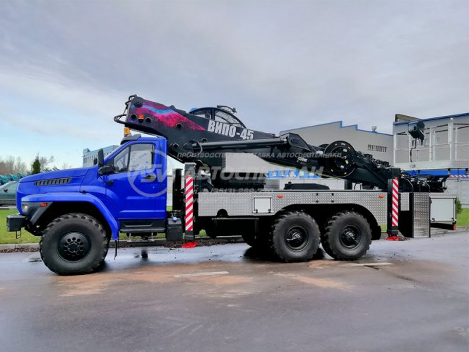 Фото: Автогидроподъемник ВИПО-45 (кабина оператора) на шасси Урал NEXT 4320-6952-72