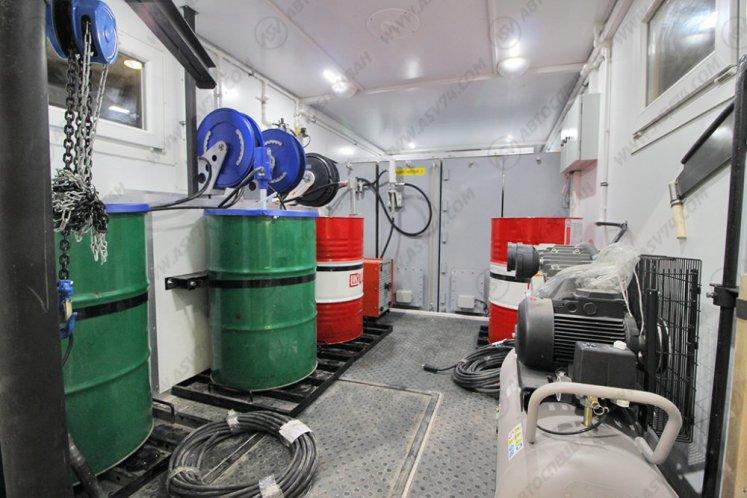 Фото: Маслостанция КАМАЗ 43118-3027-50 с баками под масла