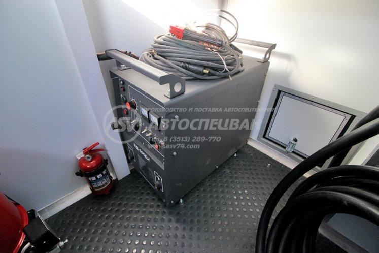 Фото: Маслостанция КАМАЗ 43118-3027-50 с КМУ ИМ-180 (Люлька)