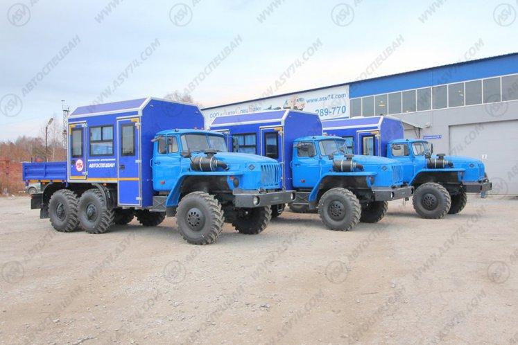Фото: Вахтовый автобус с грузовой платформой Урал 4320-1112-61Е5, 8 мест