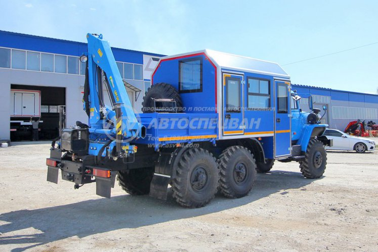 Фото: Вахтовый автобус с КМУ ИМ-50. Урал 4320-1112-61Е5, 8 мест