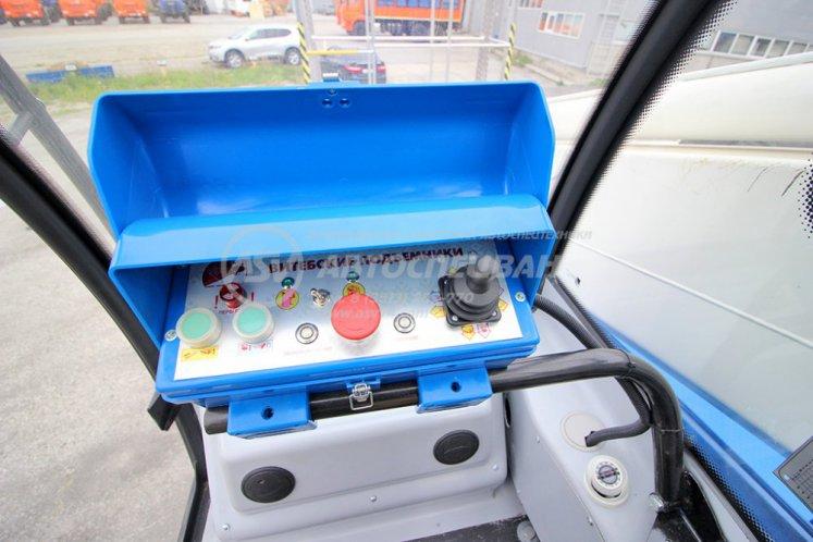 Фото: Автогидроподъемник ВИПО-28-01 (кабина оператора) на шасси Урал NEXT 4320-6952-72