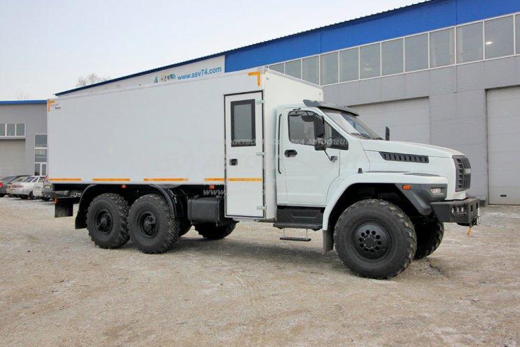 Фото: ГПА Урал NEXT 4320-6952-72(Е5) с грузовым отсеком