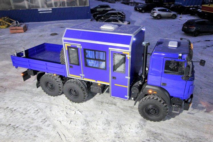 Фото: Вахтовый автобус Урал УРАЛ 4320-4152-81Е5, 8 мест с бортовой платформой
