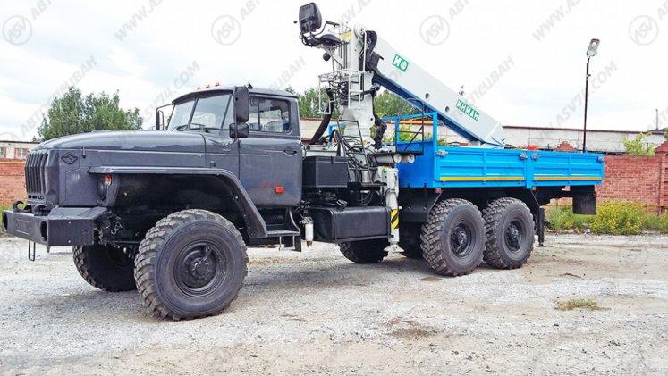 Фото: Бортовой автомобиль Урал 4320 (капотный) с КМУ ИФ-300